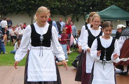 Youthgroup clothing
